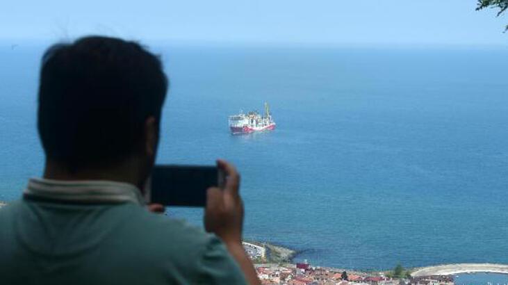 Fatih Sondaj Gemisi'nin kuleleri Trabzon Limanı'nda