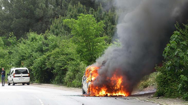 Maltepe'de korku dolu anlar! Seyir halindeki otomobil alev alev yandı