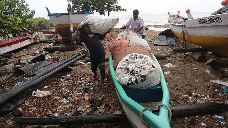 Nisarga Kasırgası Hindistan kıyılarında etkili olmaya başladı!