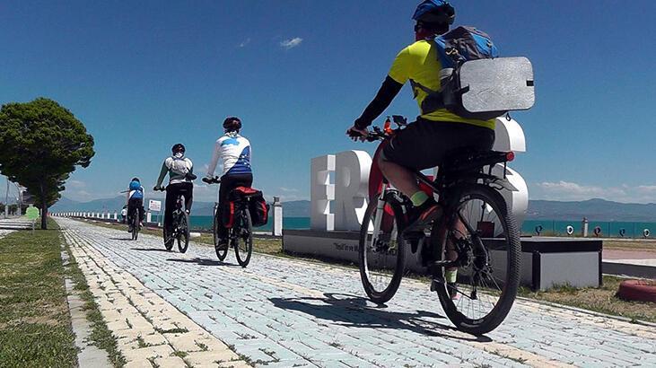 Ercişliler, bisiklete binmeyi tercih ediyor