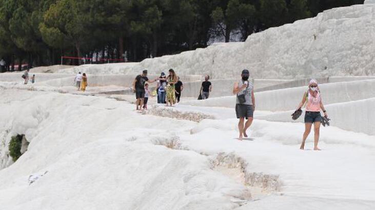 'Beyaz cennet' Pamukkale'de hafta sonu hareketliliği