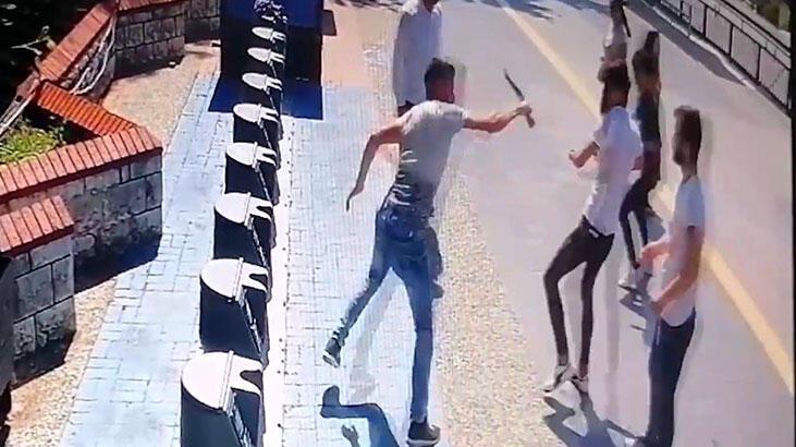 Sokak ortasında vahşet! Herkesin gözü önünde bıçakladı