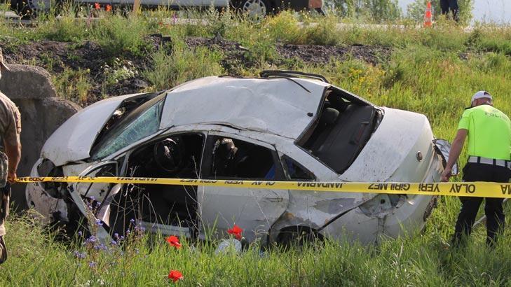 Bursa'dan Artvin'e giden aile Sivas'ta kaza geçirdi! 2 öldü 2 yaralı