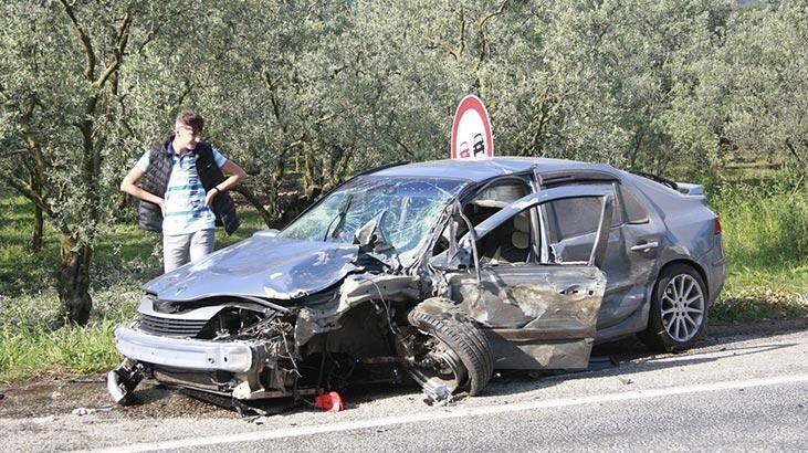 Bursa'da iki araç kafa kafaya çarpıştı: Yaralılar var