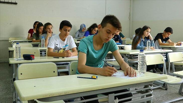 LGS sınavı başladı, hangi dersten kaç soru sorulacak? 2020 LGS sınavı saat kaçta sona erecek?