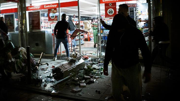 Almanya'da yüzlerce kişi polise saldırdı ve mağazaların camlarını kırdı