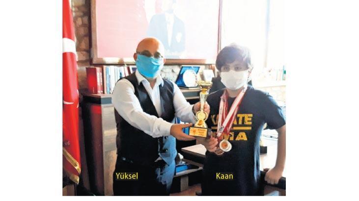 Foçalı karatecilerden Müdür Akar'a ziyaret