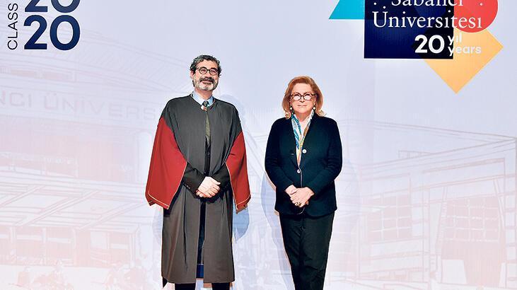 Sabancı Üniversitesi'nde Online mezuniyet töreni