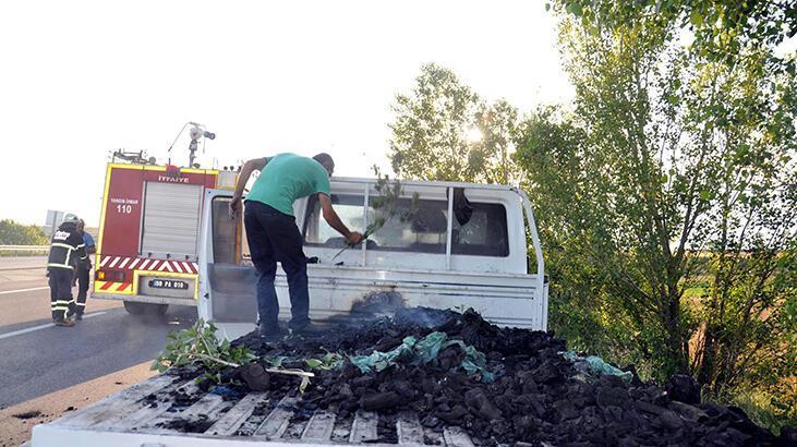 İzmarit atılan mangal kömürü yüklü kamyonette yangın
