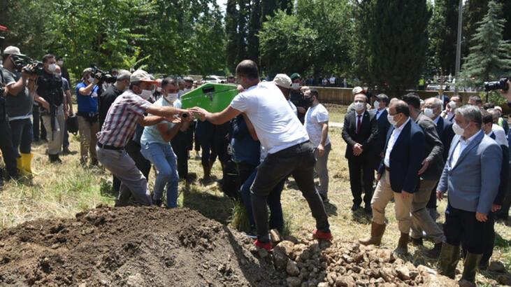Bursa'da selde hayatını kaybeden Kader Akbaba toprağa verildi