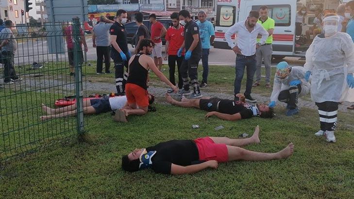 Son dakika... Antalya'da feci kaza! 4 kişi cimlerin üzerinde ilk yardım bekledi