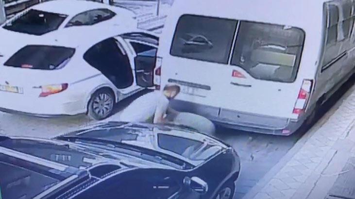 Sultangazi'de minibüsün yedek lastiğini çaldılar