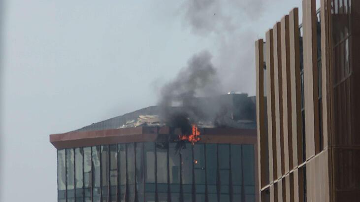 Son dakika... Kadıköy'de 10 katlı iş merkezinde yangın