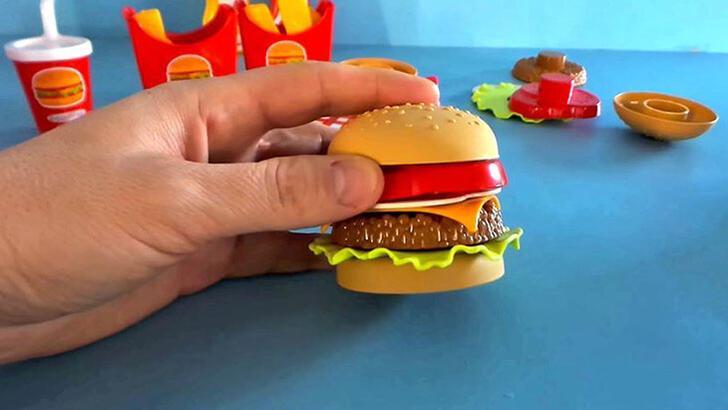 Çocuklar 'fast food' oyuncaklarından uzak tutulmalı!