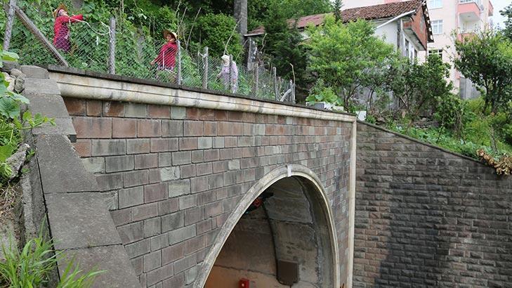 Gören bir daha bakıyor! Altı tünel üstü tarla...