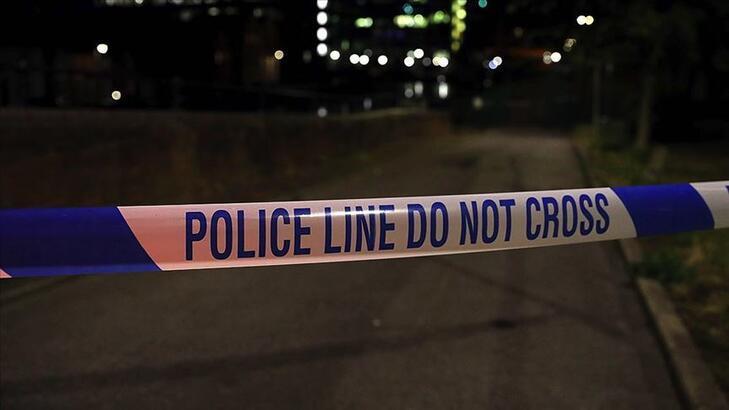 Londra'da bir sokak partisi nedeniyle çıkan olayda 15 polis yaralandı!