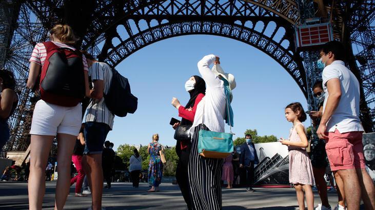 Eiffel Kulesi 3 ay sonra ziyaretçilere açıldı
