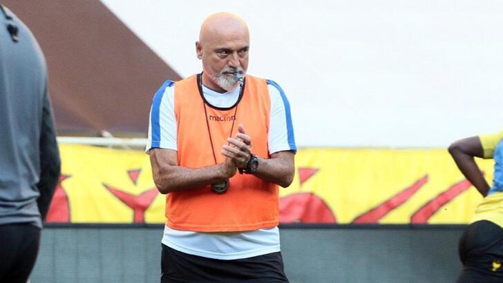 Hikmet Karaman'dan futbolcularına rekabet uyarısı