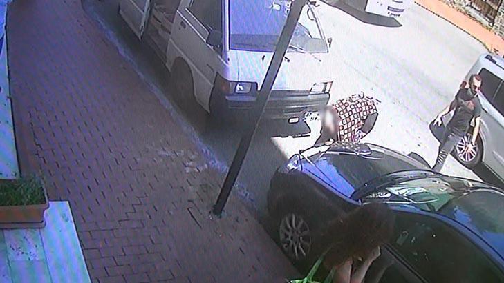Tırnakçı kadın polis aracına binmemek için eteğini indirdi!