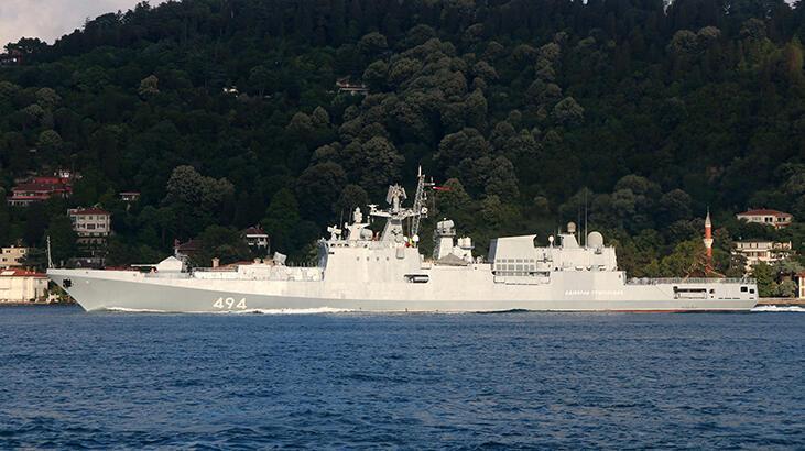 Rus savaş gemisi Boğaz'ı geçti... Dikkat çeken detay