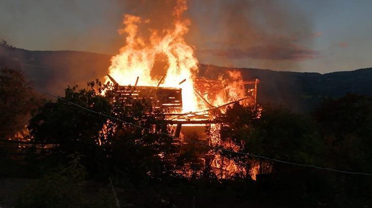 Kastamonu'da korkutan yangın! Küle döndü...