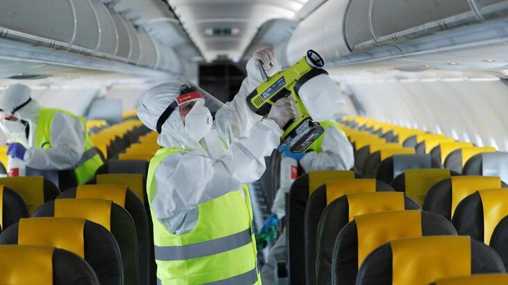 İtalya'da uçak yolculuklarında baş üstü dolaplara el bagajı yasağı geldi