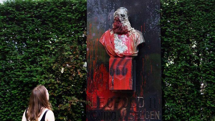 'Sömürgeci Kral'ın heykeli, belediyeden kaldırıldı