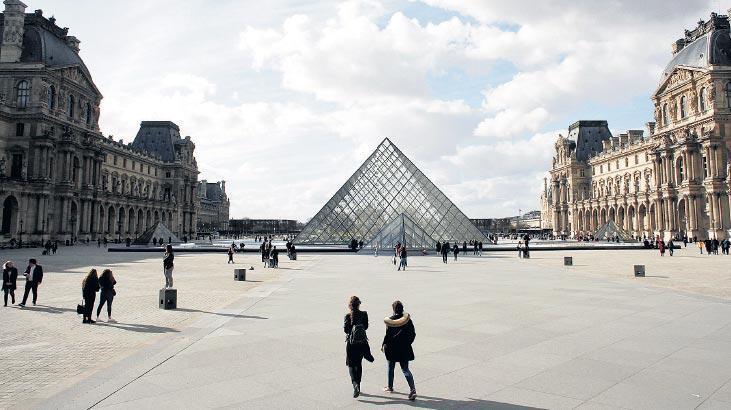 Louvre Müzesi 4 ayda  45 milyon $ kaybetti