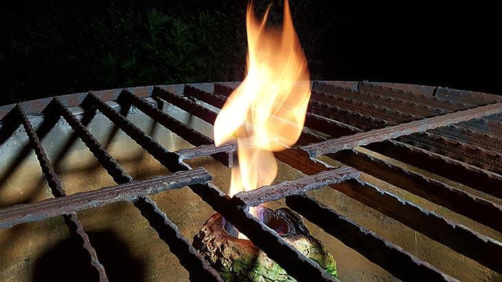 Kuyudan çıkan yanan su şaşırtıyor!
