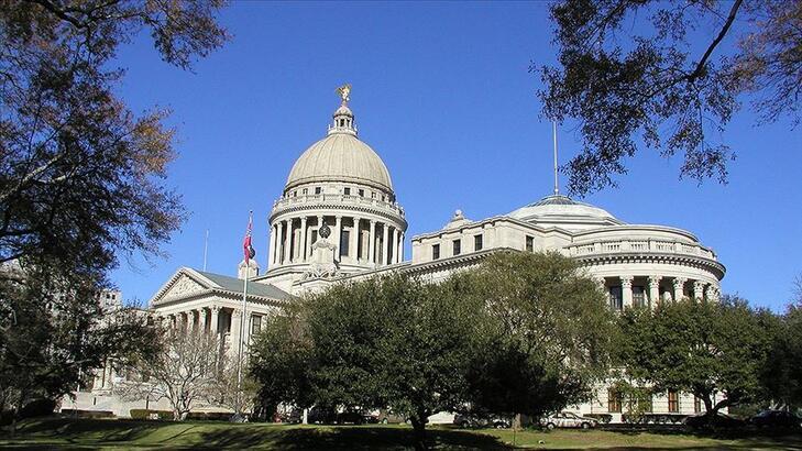 ABD'de Mississippi eyaleti ırkçı konfederasyon sembolünü bayrağından çıkarıyor!