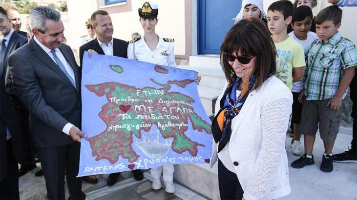 Yunan Cumhurbaşkanı Eşek Adası'na çıktı