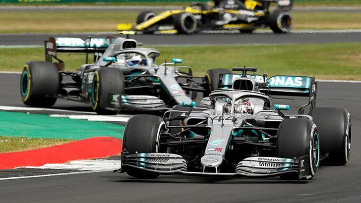 Mercedes'den ırkçılığa karşı kampanya! Siyah araçla yarışacak
