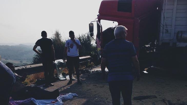 TEM'de TIR'lar çarpıştı! Sürücüler yaralandı