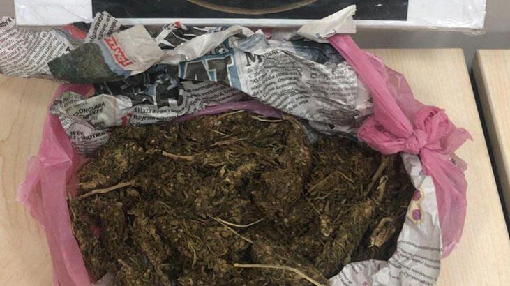 Mardin'de otomobilde uyuşturucuyla yakalanan 2 kişiye gözaltı