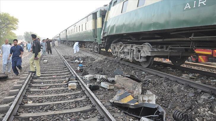 Katliam gibi kaza... Tren otobüse çarptı: 19 ölü, 8 yaralı