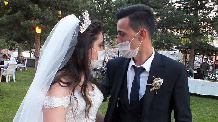 Şehit polisin kardeşi, corona virüs tedbirleri altında evlendi