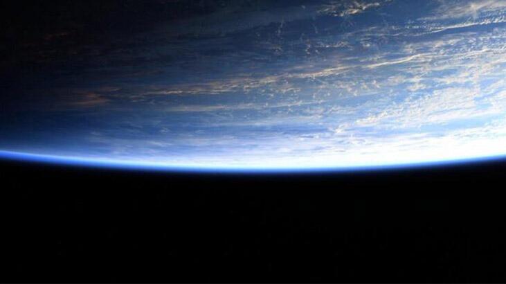 Astronotun paylaştığı fotoğraftaki detay, 'Düz Dünya'cıları kızdırdı