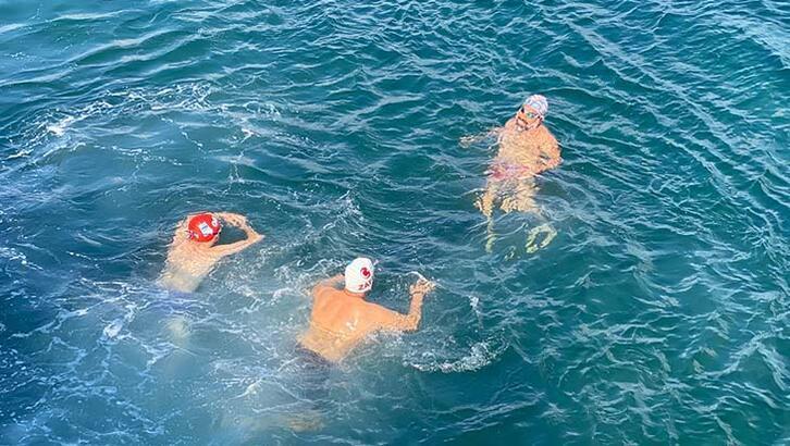 Boğazın serin sularında kilometrelerce yüzdüler