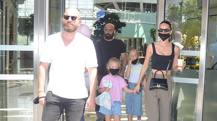 Yasemin Özilhan, ailesiyle alışverişte