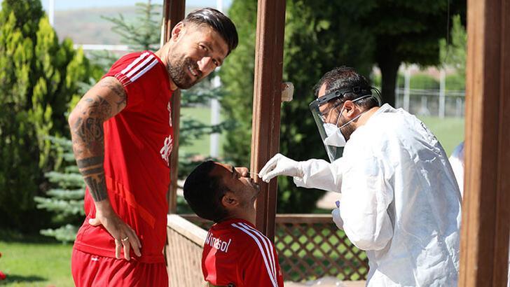 Sivasspor'da teknik heyet ve futbolcularda koronavirüse rastlanmadı