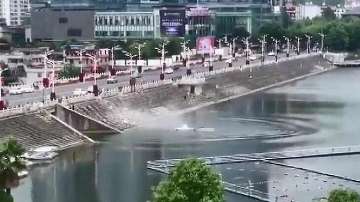 Öğrenci taşıyan otobüs su kanalına uçtu: 21 ölü, 15 yaralı