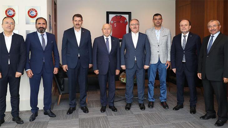 Sivas Valisi Salih Ayhan ve Sivasspor Başkanı Mecnun Otyakmaz, Nihat Özdemir'i ziyaret etti