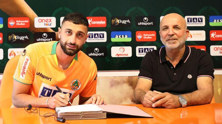 Son dakika haberler - Alanyaspor, Efkan Bekiroğlu'na 4 yıllık imzayı attırdı