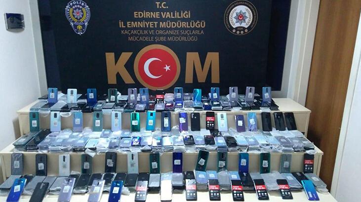 Kapıkule'de TIR'dan milyonluk kaçak cep telefonu çıktı