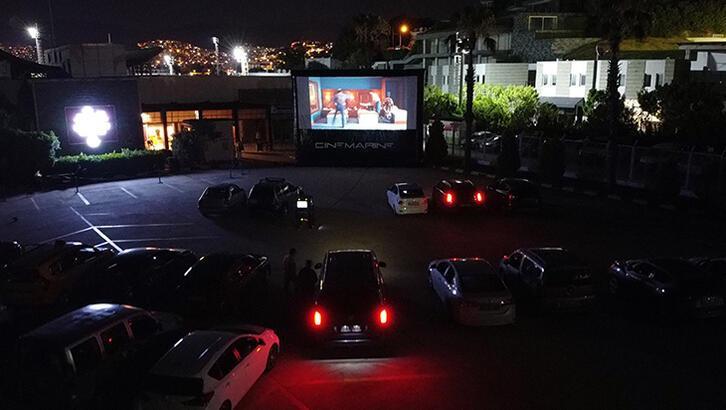 Bodrum'da arabada sinema dönemi