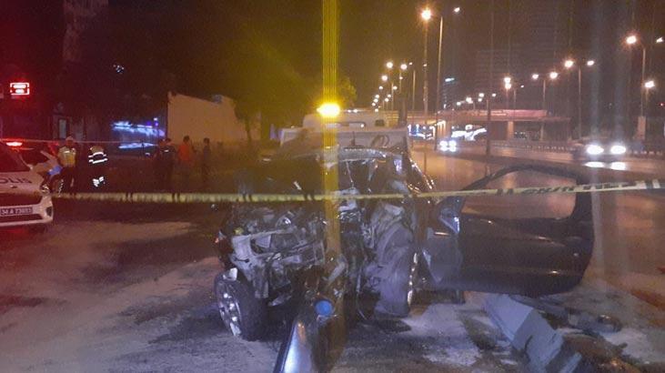 İstanbul'da feci kaza! Otomobil yön tabela direğine çarptı
