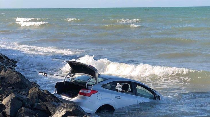 Otomobil denize uçtu! Korku dolu anlar
