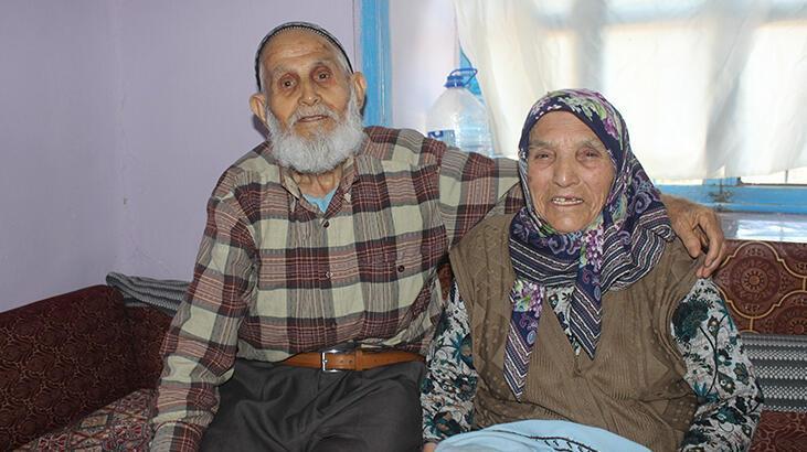 75 yıldır aynı yastığa baş koyan çift mutluluklarıyla örnek oluyor