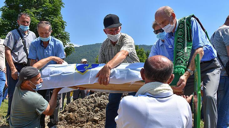 Srebrenitsa son kurbanlar toprağa verildi
