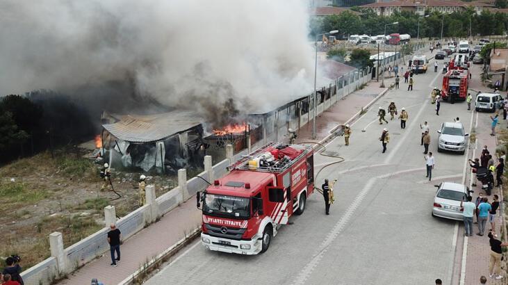 Son dakika... Esenyurt'ta işçilerin kaldığı konteynerlerde yangın